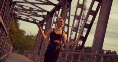 Юная певица Анна Блейк взрывает латвийский Музыкальный рынок